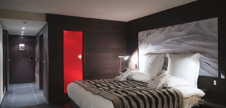 france_espace-killy_val-disere_hotel_avenue_lodge_double_bedroom2.jpg